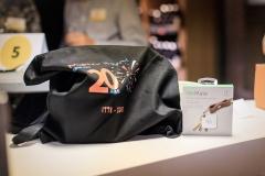 """Le sac collector """"20 ans"""", les goodies et un porte-clef connecté"""