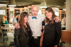 Vanille Chevallier et Sandrine Rougé (FPC France) entourent Claude Poux
